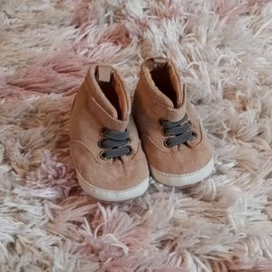 Old Navy 0-3 months baby boy soft sole boots.